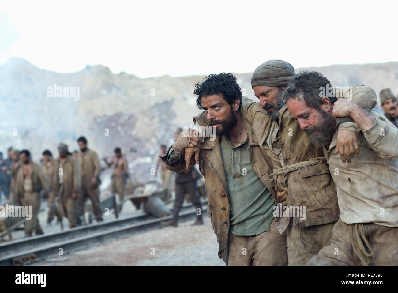 OSCAR ISAAC & TOM HOLLANDER THE PROMISE (2016) - Stock Image