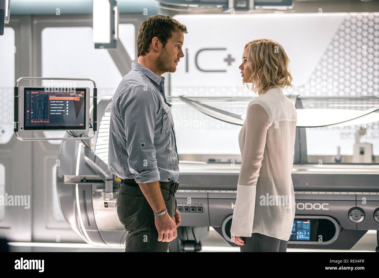Chris Pratt & Jennifer Lawrence Film: Passengers (USA 2016