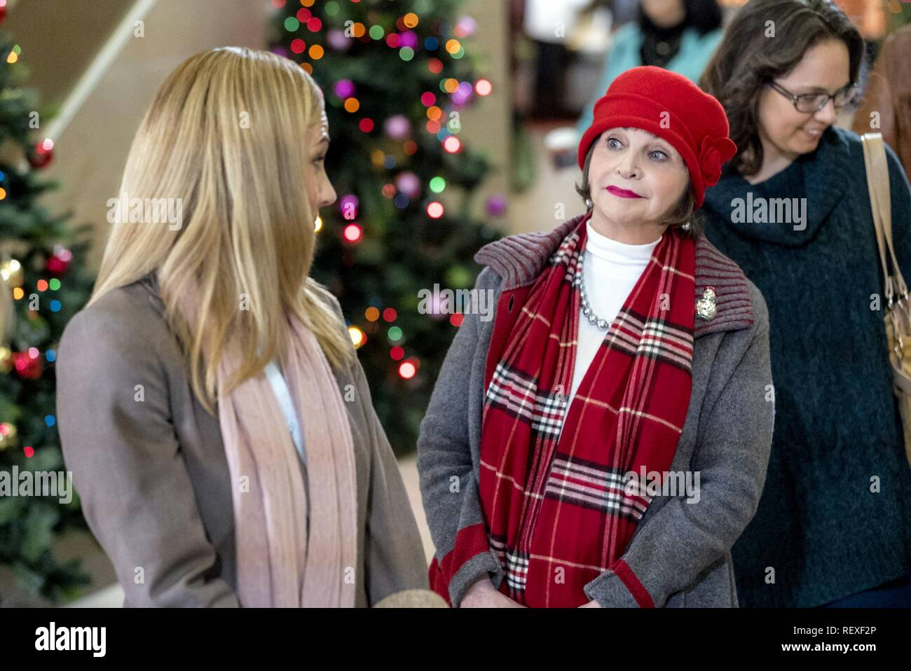 A Dream Of Christmas.Nikki Deloach Cindy Williams Character S Penny Jayne