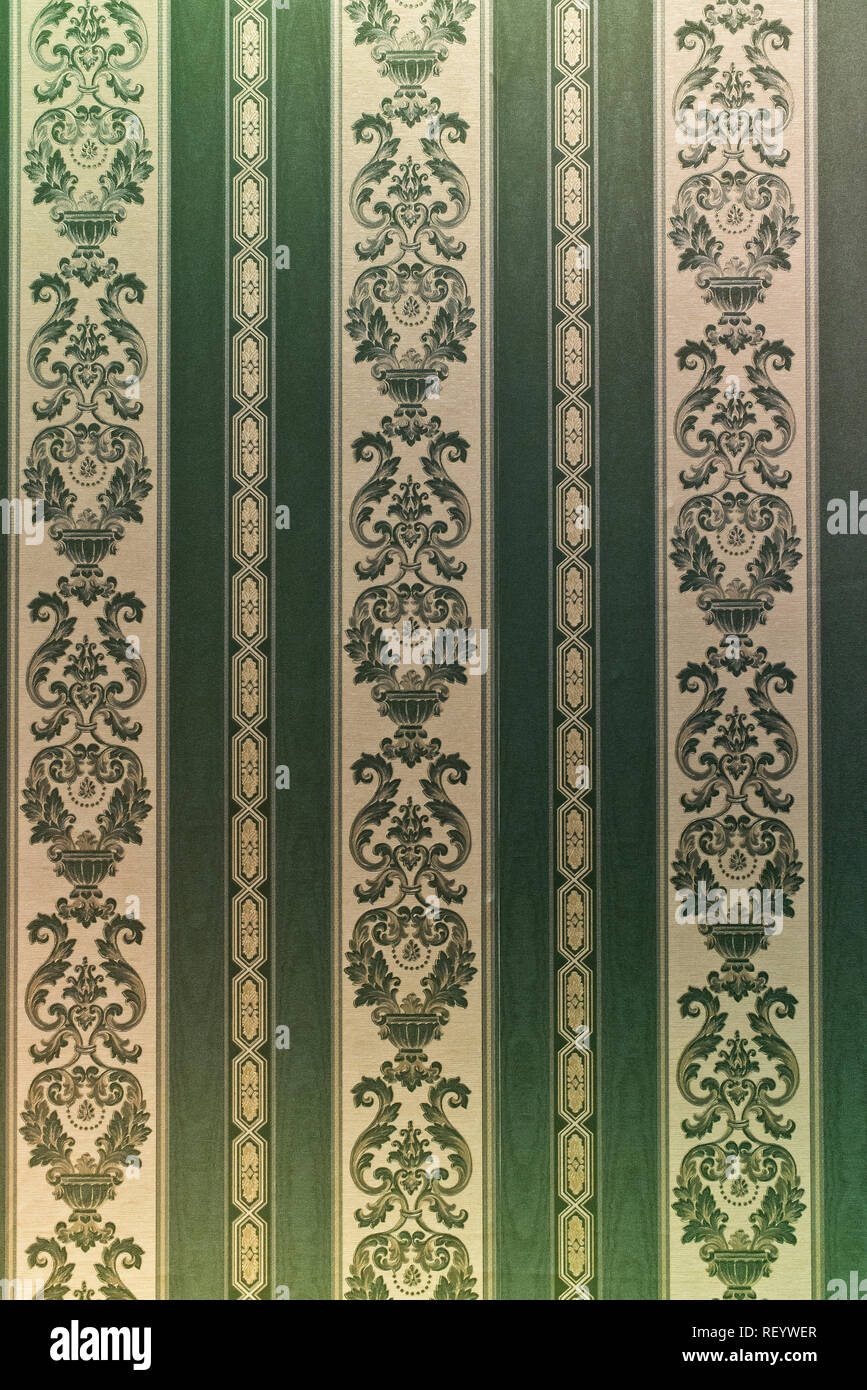 Vintage Ornamental Green Patterns Wallpaper Victorian Style