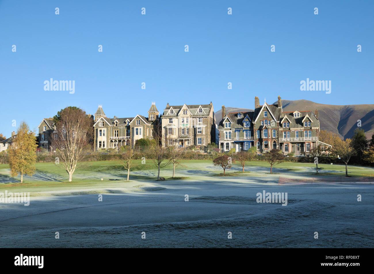 Hotels and B&B accommodation overlooking Hope Park, Keswick, Lake District, Cumbria, England, UK - Stock Image