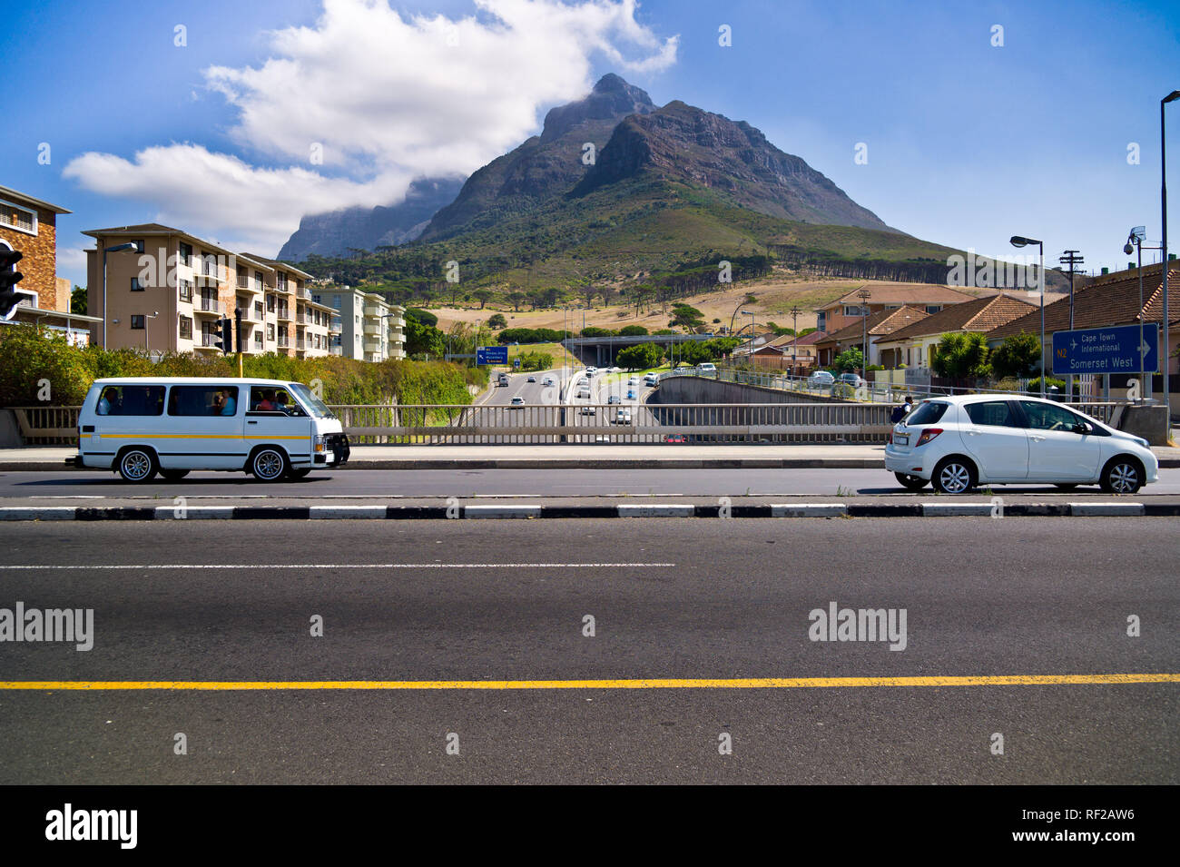 Main Road and the M3 Highway are always busy transit routes under Devil's Peak. - Stock Image