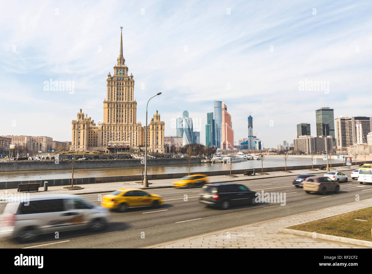 Russia, Moscow, View of the Hotel Ukraina and skyscrapers of the modern city in background - Stock Image