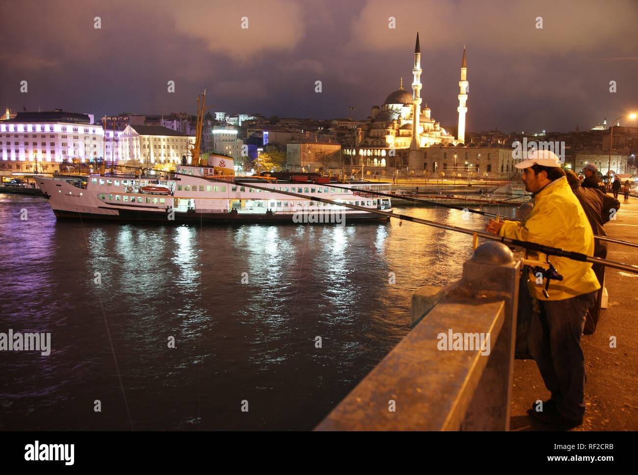 Galata Bridge over the Golden Horn, two-storied road bridge, traffic above, bars and restaurants below, Istanbul, Turkey - Stock Image