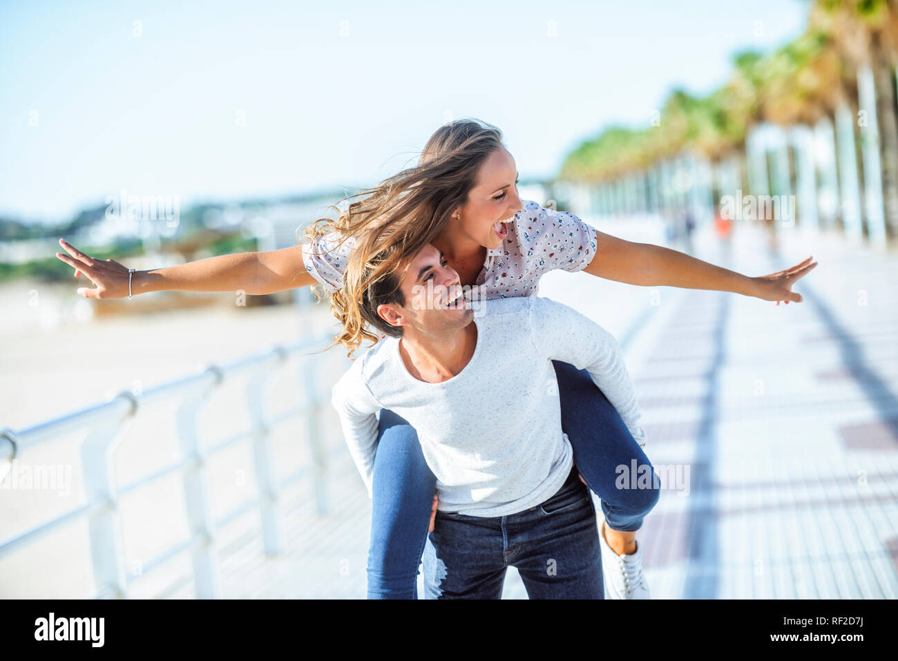 Carefree young couple on promenade - Stock Image