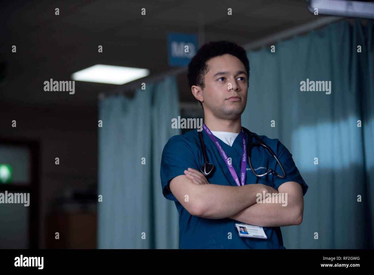 Prod DB © Mark Mainz - BBC One - Red Production Company / DR SECRET MEDICAL TRUST ME mini serie TV creee par Dan Sefton 2017- GB saison 1 episode 3 Michael Abubakar. chirurgien; docteur; surgeon; doctor - Stock Image