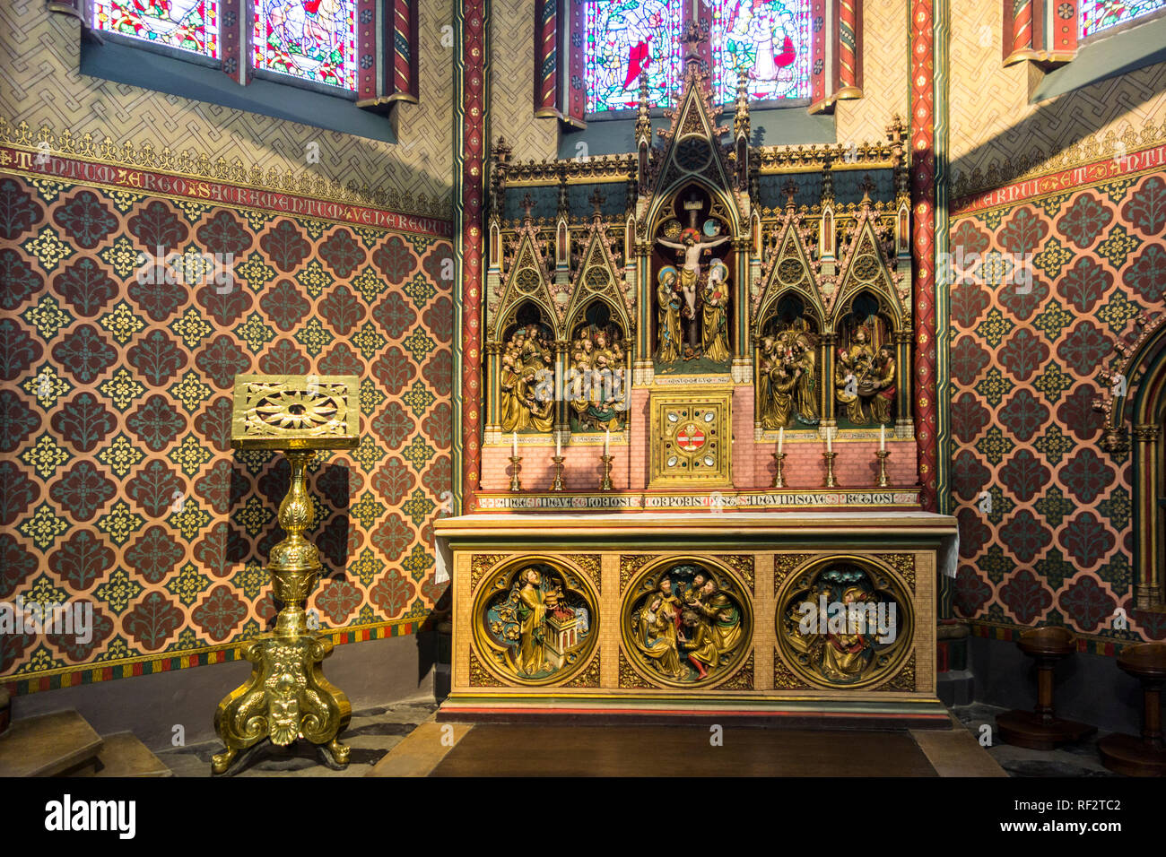 Lectern and altar in apse of the Church of Our Lady / Onze-Lieve-Vrouwekerk in the city Bruges, West Flanders, Belgium - Stock Image
