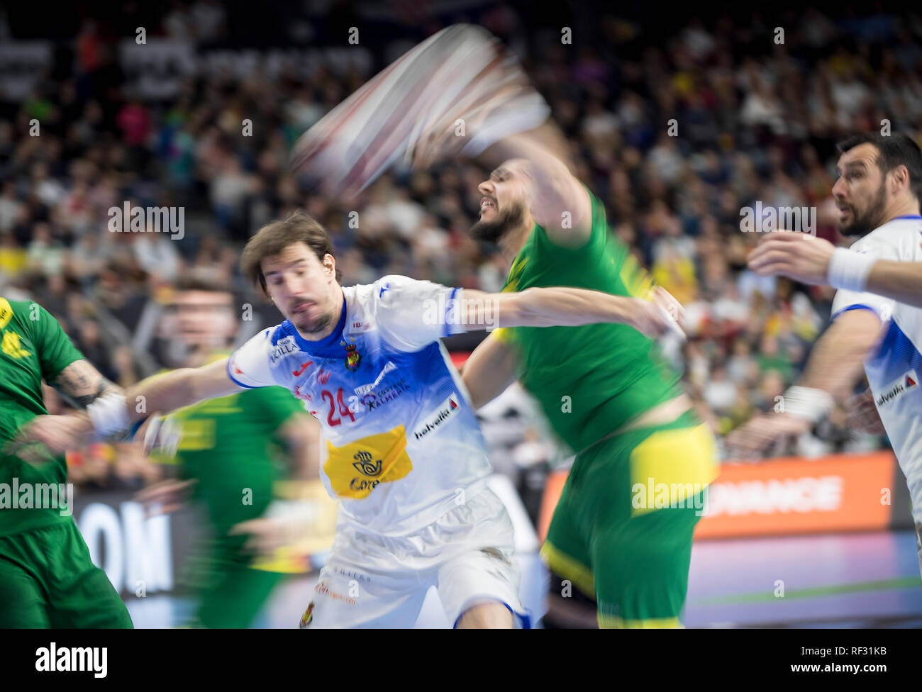 RODRIGUES Gustavo (BRA) versus Viran MORROS l. (ESP), litter, blurred, dynamic, action, main round Group I, Spain (ESP) - Brazil (BRA) 36:24, on 21.01.2019 in Koeln / Germany. Handball World Cup 2019, from 10.01. - 27.01.2019 in Germany / Denmark. | usage worldwide Stock Photo