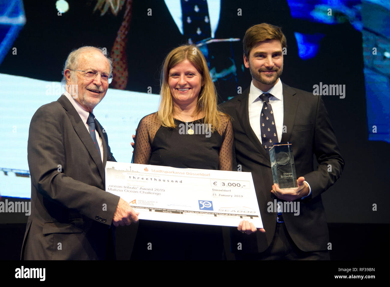 Duesseldorf, Deutschland. 21st Jan, 2019. The Vice President of the Albert II Foundation, Bernard Fautrier, presented the Aûocean tribute, Award to the representatives of the Malicia Ocean Challenge Blue Motion Night and the Ocean Tribute Award at the boat show 2019, Booth 2019 in Duesseldorf from 19 until 27th January 2019, 21.01.2019. ¬   usage worldwide Credit: dpa/Alamy Live News - Stock Image