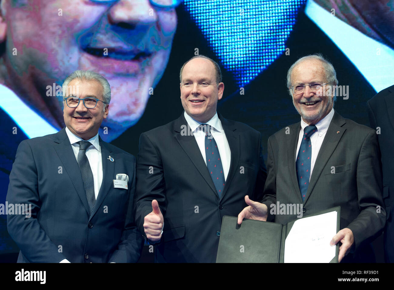 Duesseldorf, Deutschland. 21st Jan, 2019. Presenting the new cooperation agreement for the continuation of the Aûocean Tribute, Aú Award for the next three years: from left: Petros MICHELIDAKIS, Head of the BOOT, Fuerst ALBERT II of Monaco, Vice-President of the First Albert II Foundation, HE Bernard Fautrier, Blue Motion Night and presentation of the Ocean Tribute Award at the boat show 2019, boat show 2019 in Duesseldorf from 19 to 27 January 2019, 21.01.2019. ¬   usage worldwide Credit: dpa/Alamy Live News - Stock Image