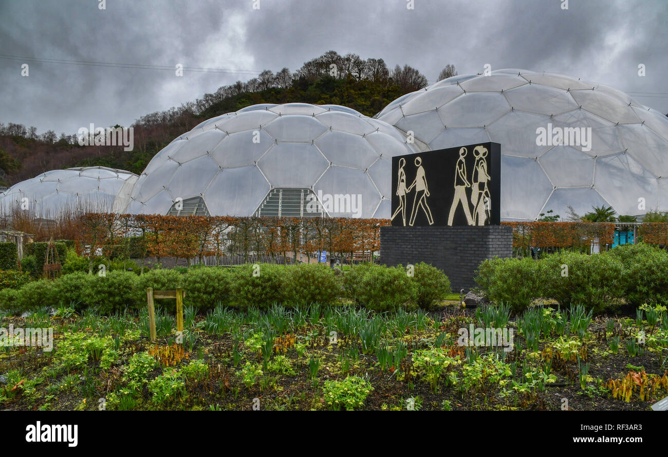 Eden Project, Cornwall, UK. 24th January 2019. Based on people passing the artists studio in London, Julian Opie has created this LED sculpture for display at the Eden Project. It is one of a series on display around the world. Credit: Simon Maycock/Alamy Live News - Stock Image