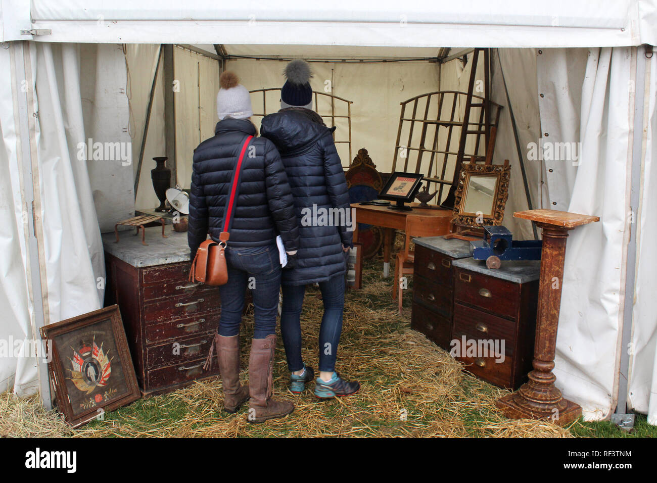 Customers in Ardingly antiques fair, West Sussex, England, UK - Stock Image