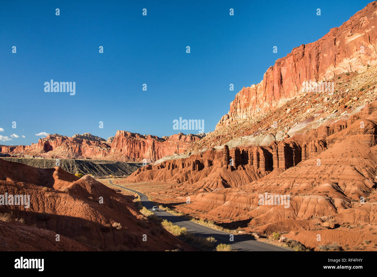 Scenic Drive and the layered sandstone escarpment of Waterpocket Fold, Capitol Reef National Park, Utah. Stock Photo