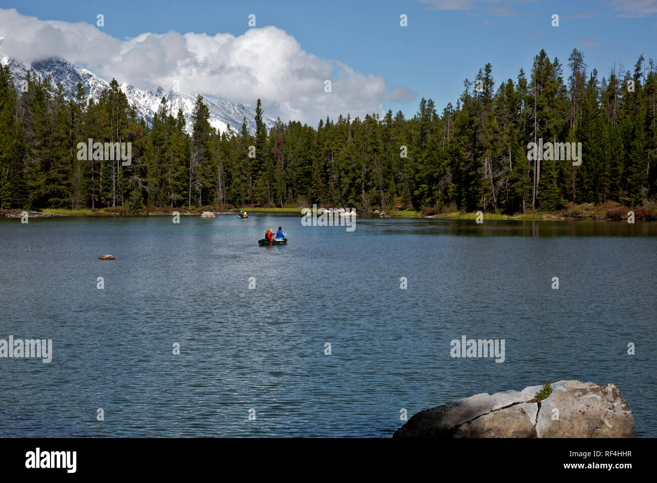 WY02909-00...WYOMING - Canoes on String Lake heading to the portage route over to Leigh Lake in Grand Teton National Park. - Stock Image