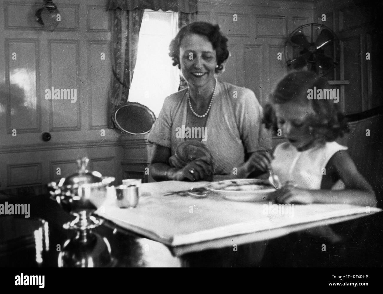 elettra marconi and mum, 1936 Stock Photo