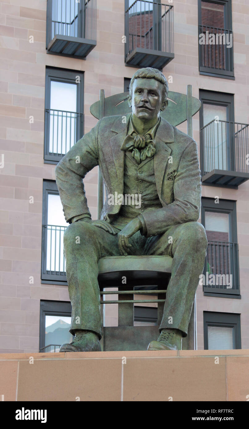 This statue of the great Scottish architect and designer, Charles Rennie Mackintosh, was unveiled in Glasgow, in 2018, to commemorate 150 years since his birth and 90 years since his death. It sits in the Anderson area of Glasgow and was sculpted by Andy Scott. Alan Wylie/ALAMY © - Stock Image