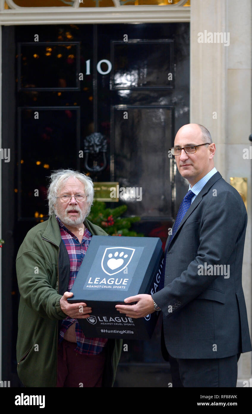 Bill Oddie, Andy Knott (Chief Executive Officer) and members of the League Against Cruel Sports delivering a petition to 10 Downing Street, 19th Decem - Stock Image