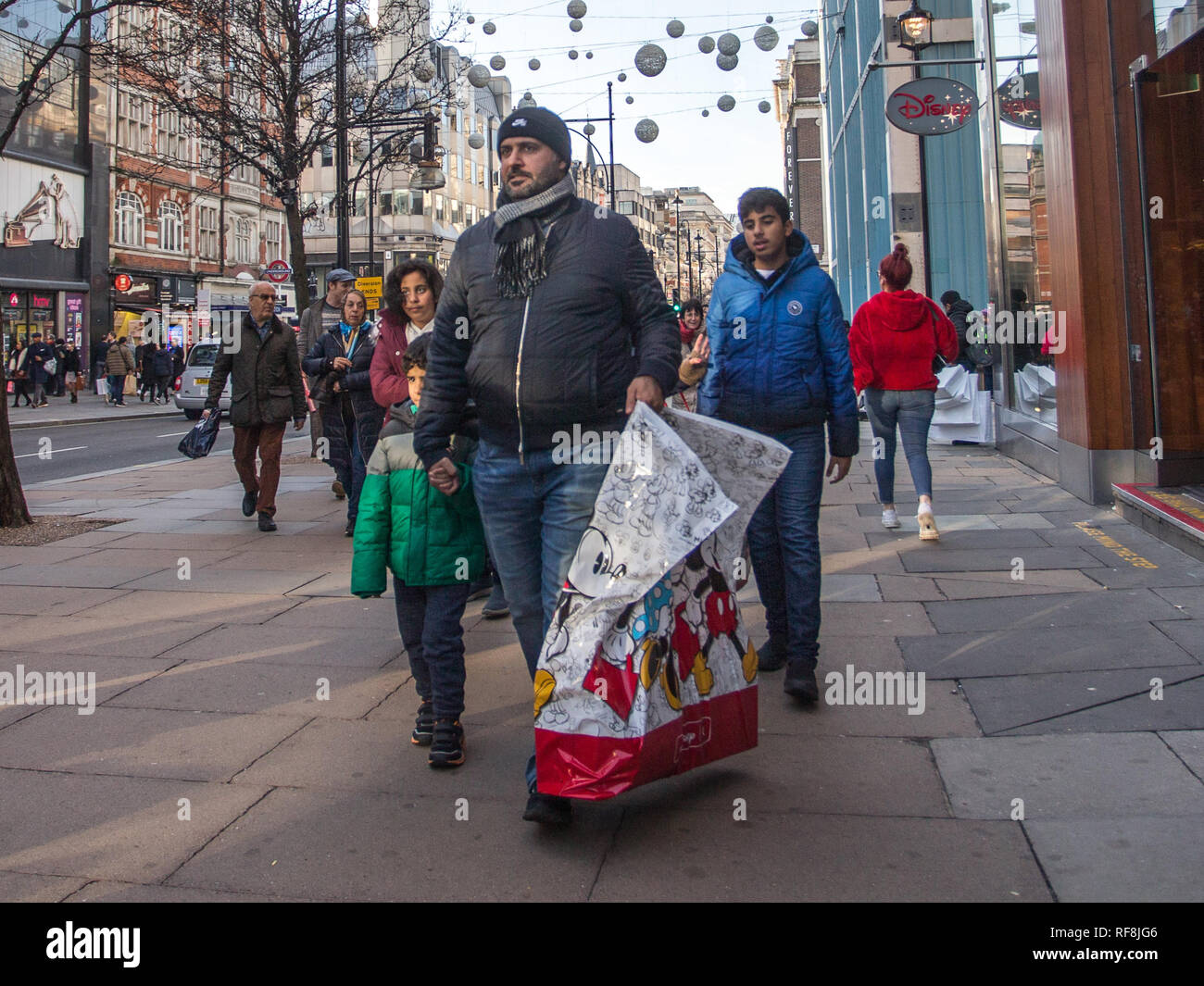 Last Minute Christmas Eve Shoppers On Londons Oxford Street