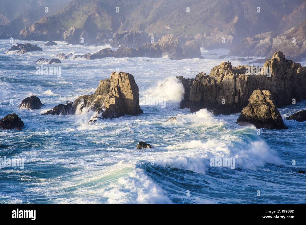 Crashing waves and rocky shores of the Monterey Peninsula. - Stock Image