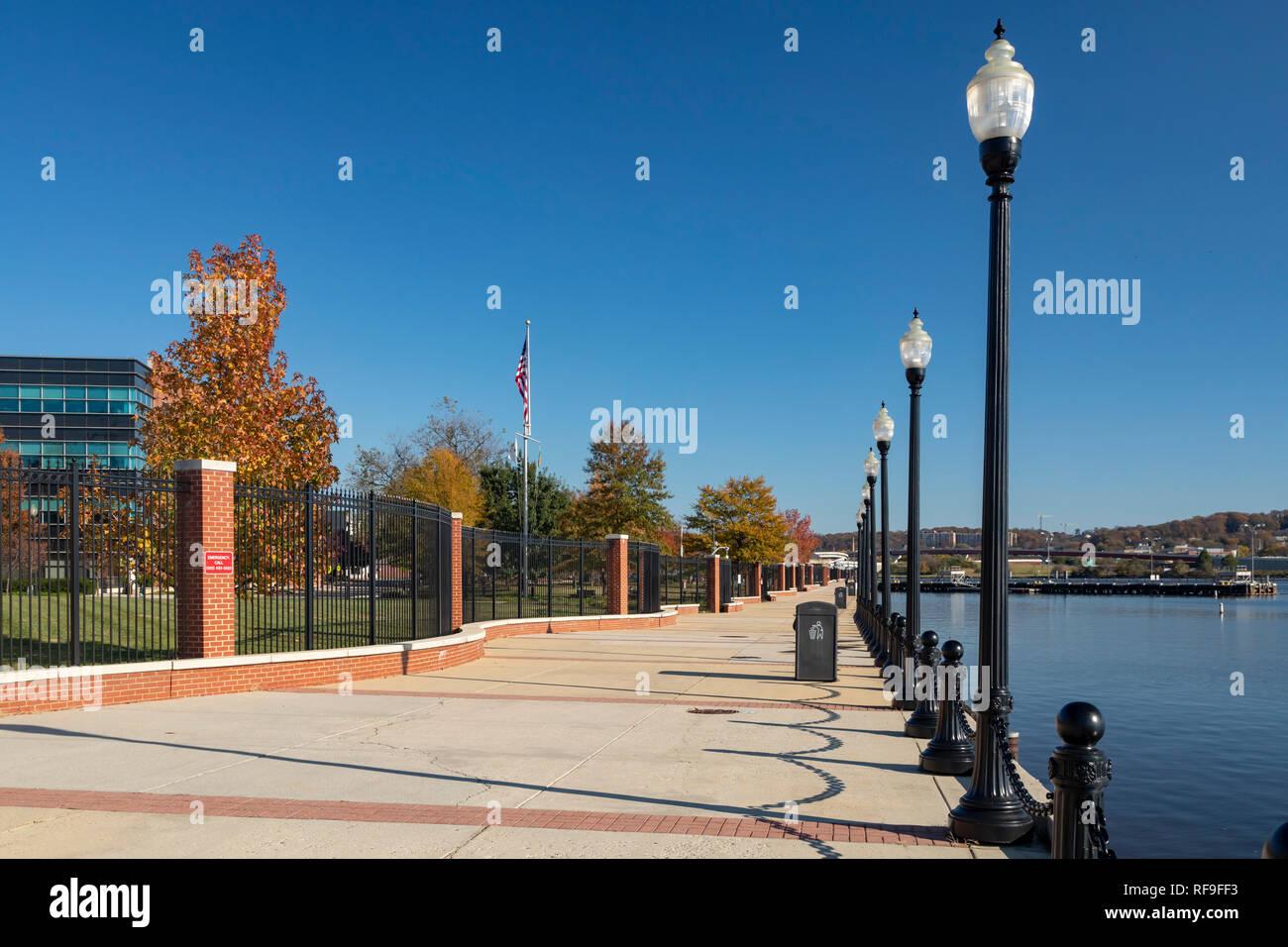 Washington, DC - The Anacostia Riverwalk Trail, adjacent to the Washington Navy Yard. Stock Photo