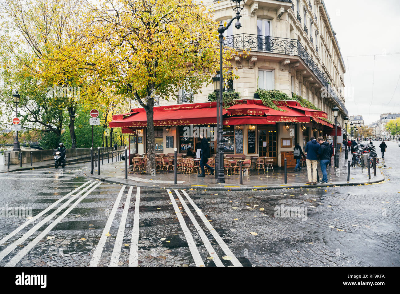 Paris (France) - La Brasserie de l'Isle Saint-Louis in the centre of Paris Stock Photo