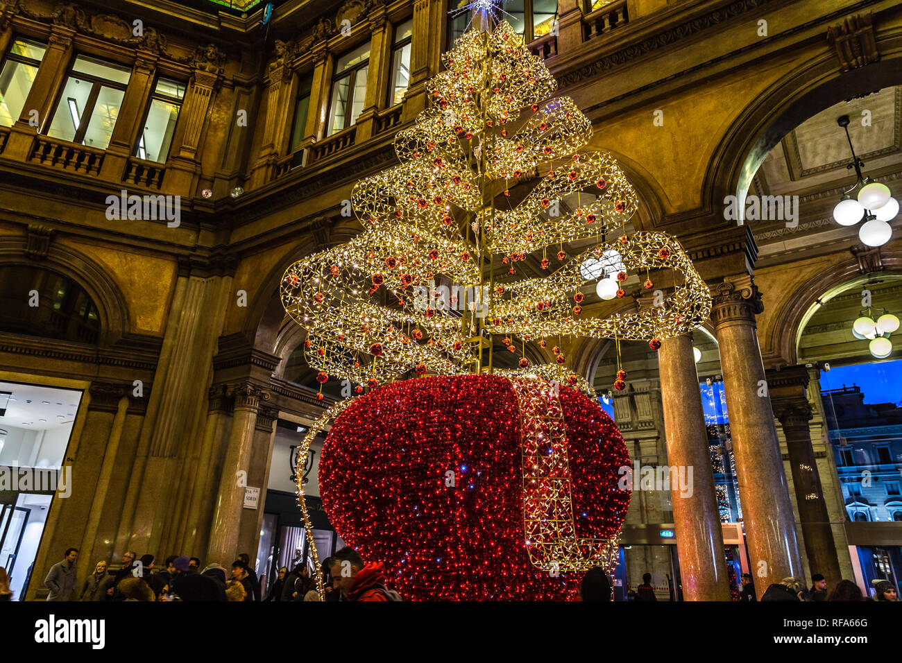 Christmas In Italy 2019.Rome Italy January 4 2019 Christmas Lights Are