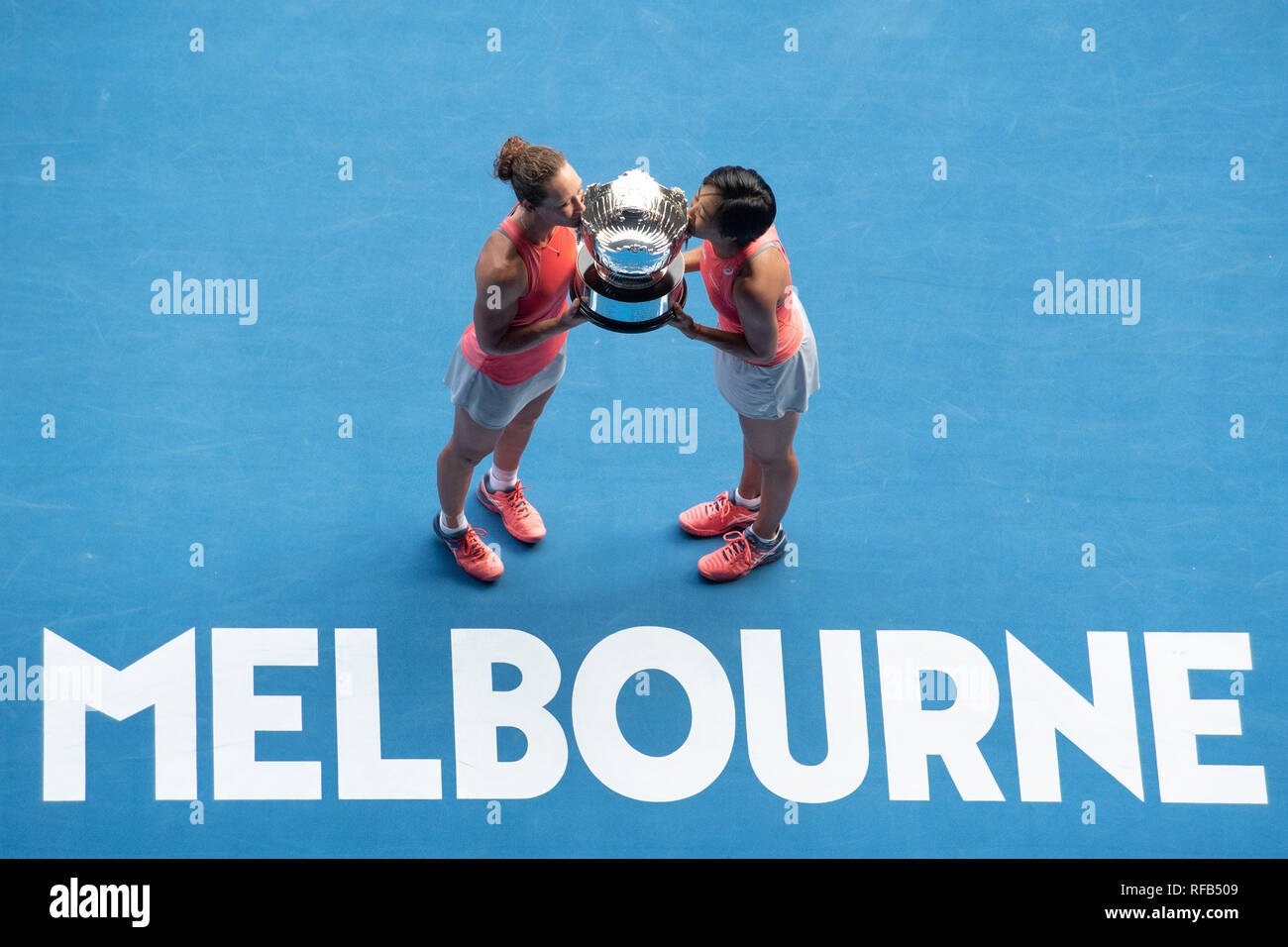 Melbourne, Australia  25th Jan, 2019  Zhang Shuai (R) of