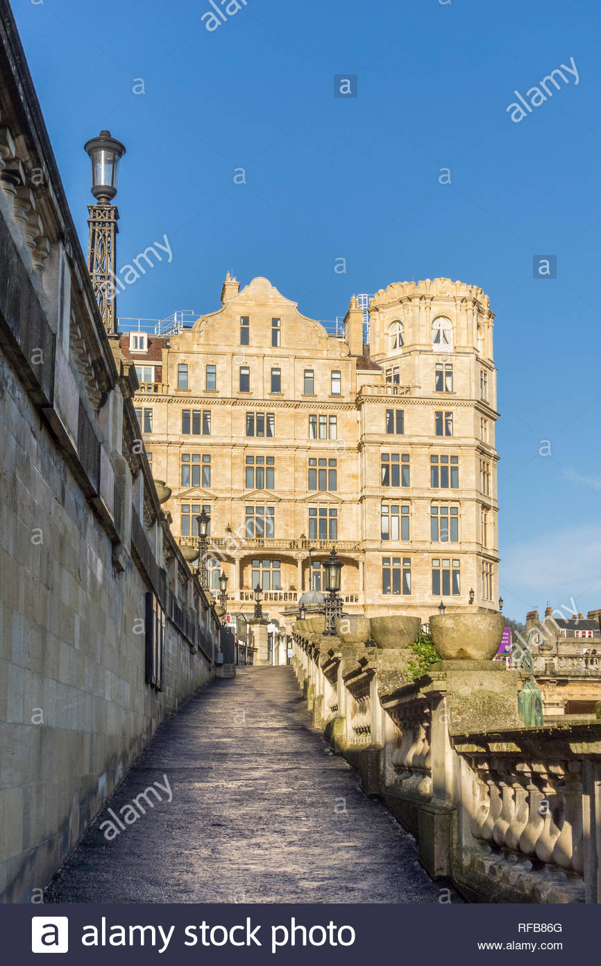 The imposing former Empire Hotel in Bath, Somerset, England, UK, now converted to flats and apartments and Garfunkels Restaurant, bar and grill - Stock Image