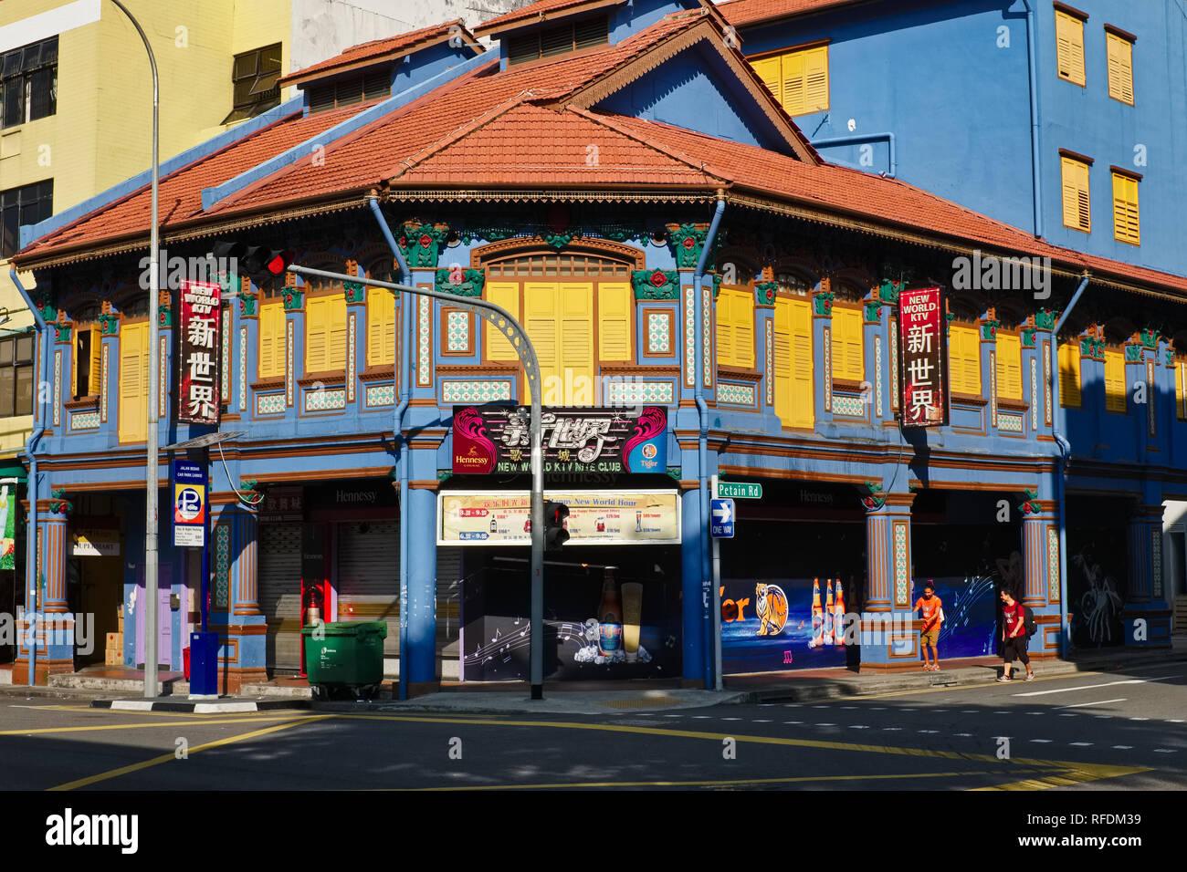 A colorful old building at corner Jalan Besar / Petain Rd. Jalan Besar area, Singapore - Stock Image