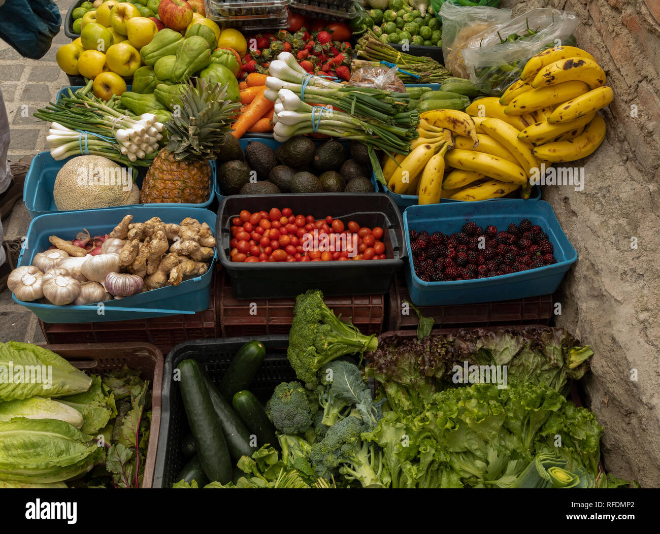 Produce in a small organic market stall, in San Miguel de Allende, central Mexico. - Stock Image