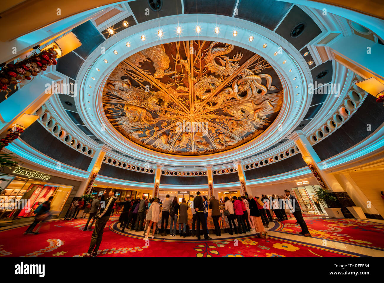 Macau, DEC 24: People waiting for the famous show - Tree of prosperity, Dragon of fortune of Wynn Macau on DEC 24, 2018 at Macau - Stock Image