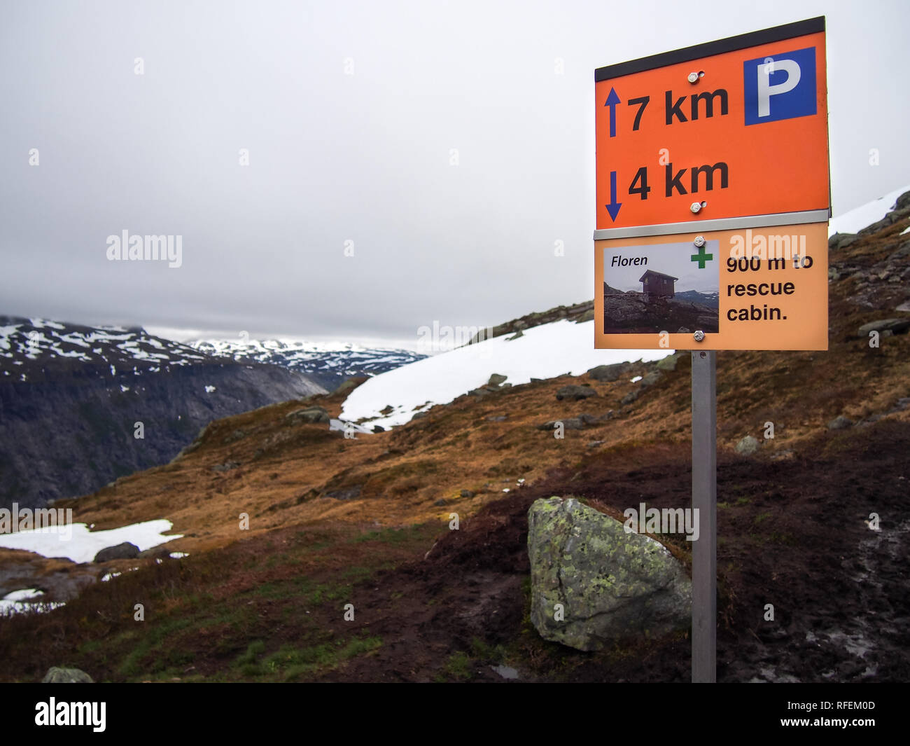 Sign for the rescue cabin on the mountain way to the Trolltunga, Norway - Stock Image
