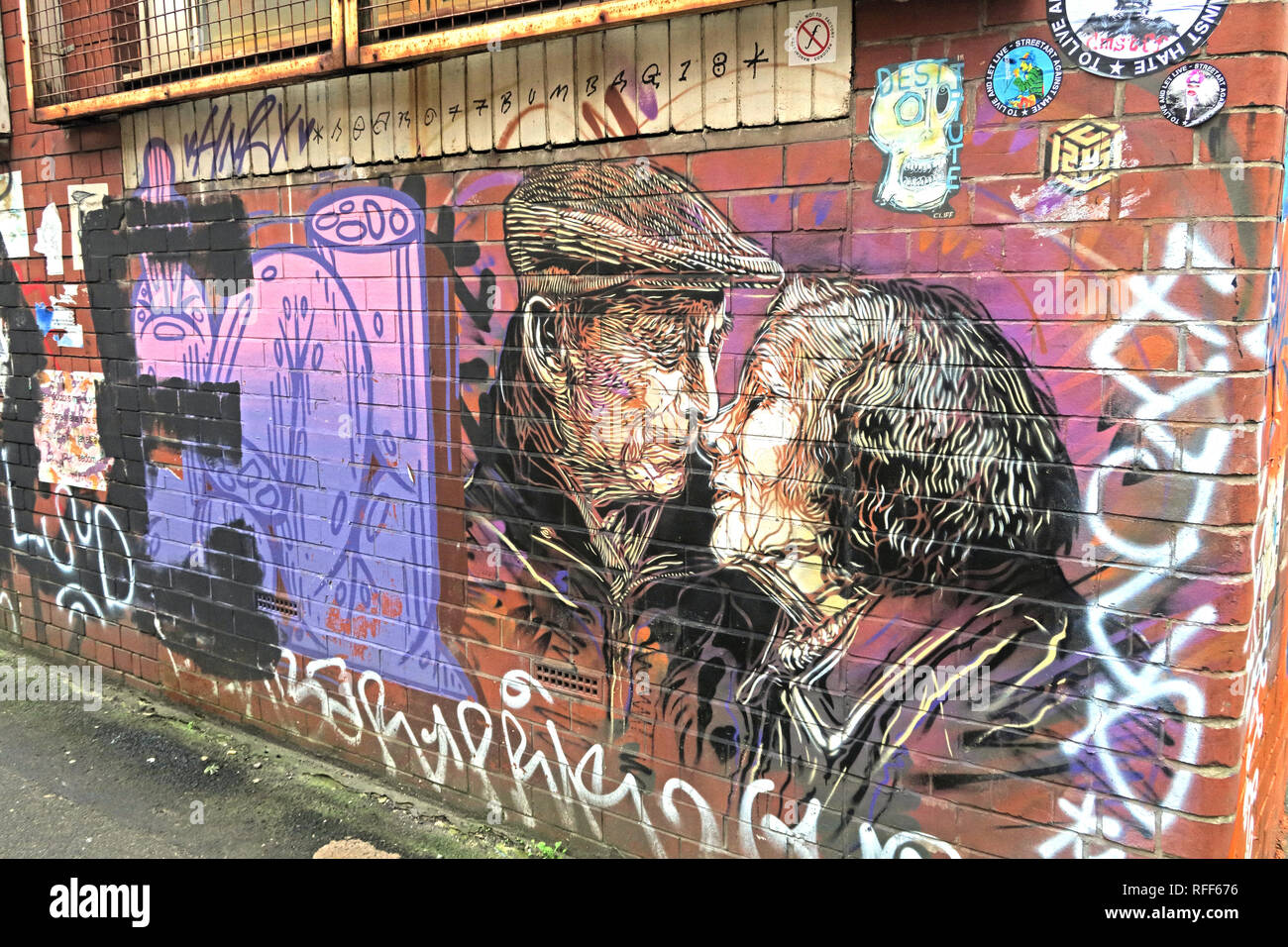 Two old people kissing, art work, Newton St, Northern Quarter, Manchester, M1, England, UK - Stock Image