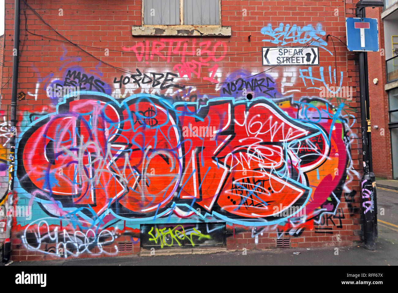 Urban art in Spear Street, Northern Quarter, NQ4, Manchester, North West England, UK, M1 1DF - Stock Image