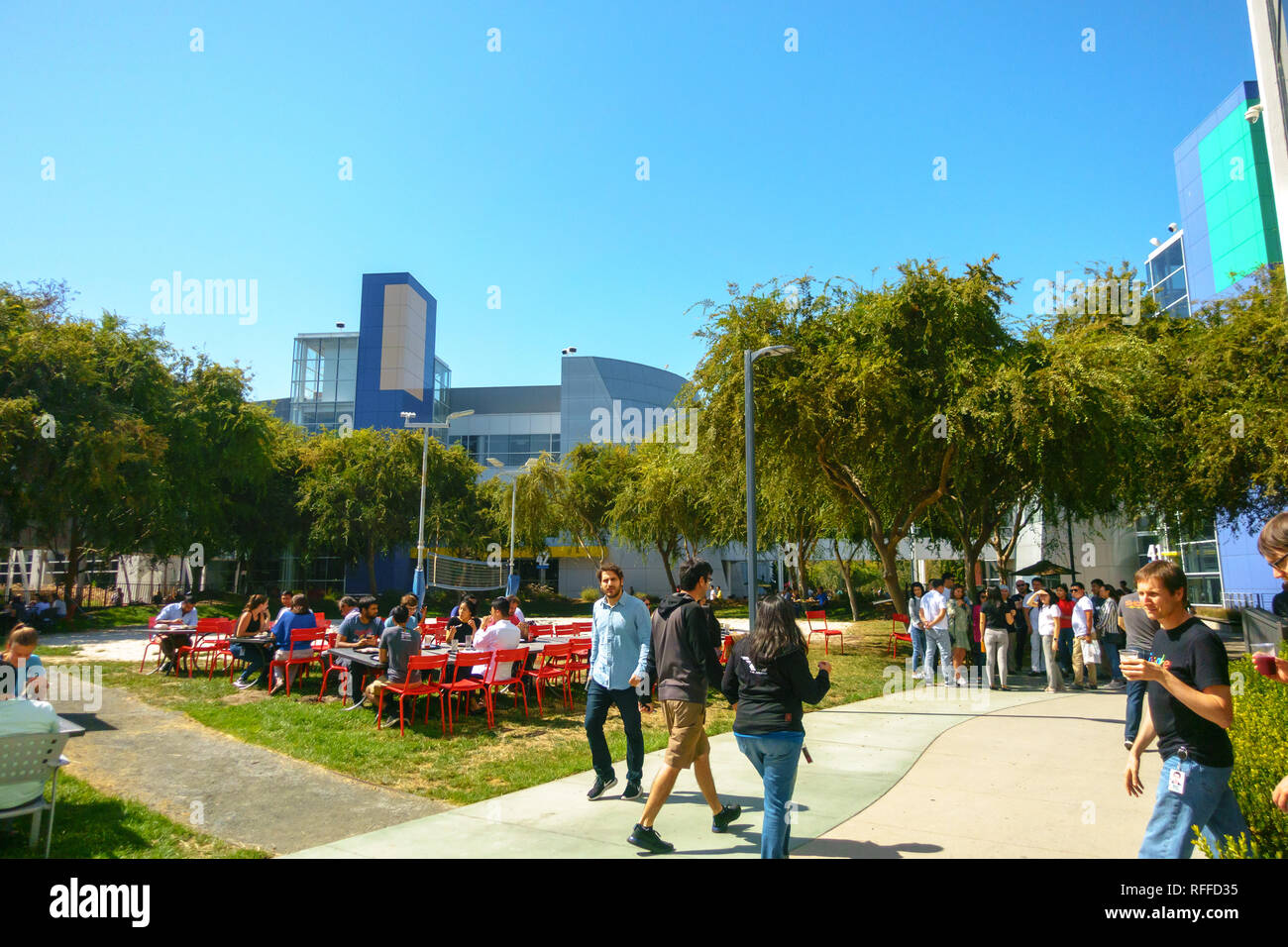 At Work In Googleplex What Amazing >> Google Employees At Work Stock Photos Google Employees At Work