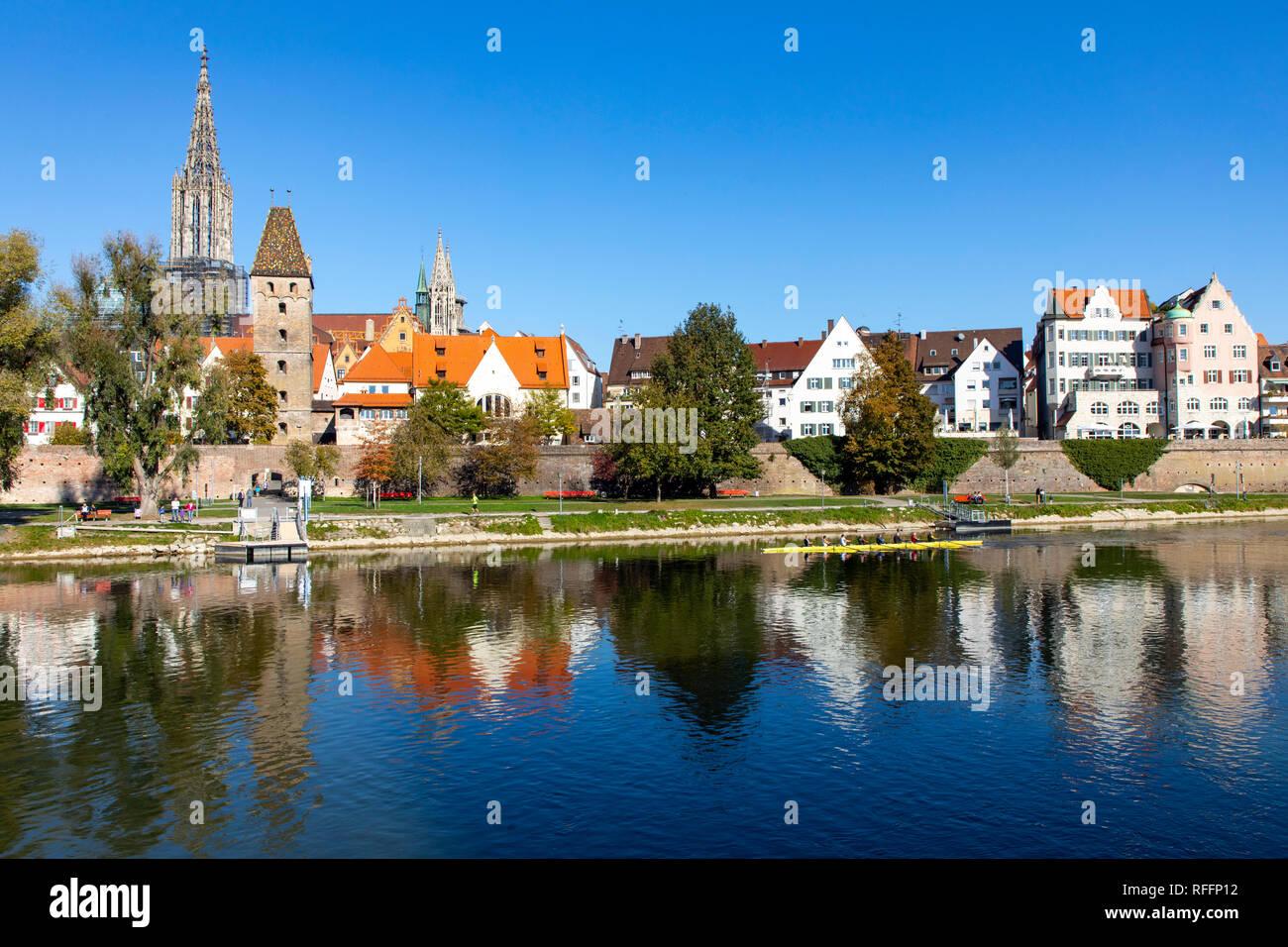 Ulm, Skyline der Altstadt mit dem Ulmer Münster, Metzgerturm, Teil der Stadtbefestigung, Stadtmauer, Donau, Stock Photo