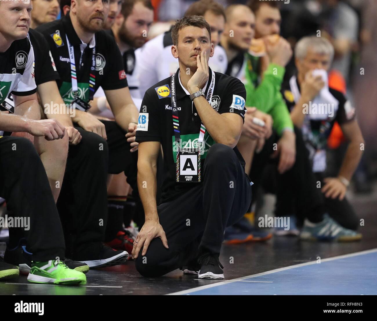 Hamburg, Deutschland. 25th Jan, 2019. firo: 25.01.2019, Handball: World Cup World Cup semi-finals Semi Final Germany - Norway gesture, Christian Prokop | usage worldwide Credit: dpa/Alamy Live News Stock Photo