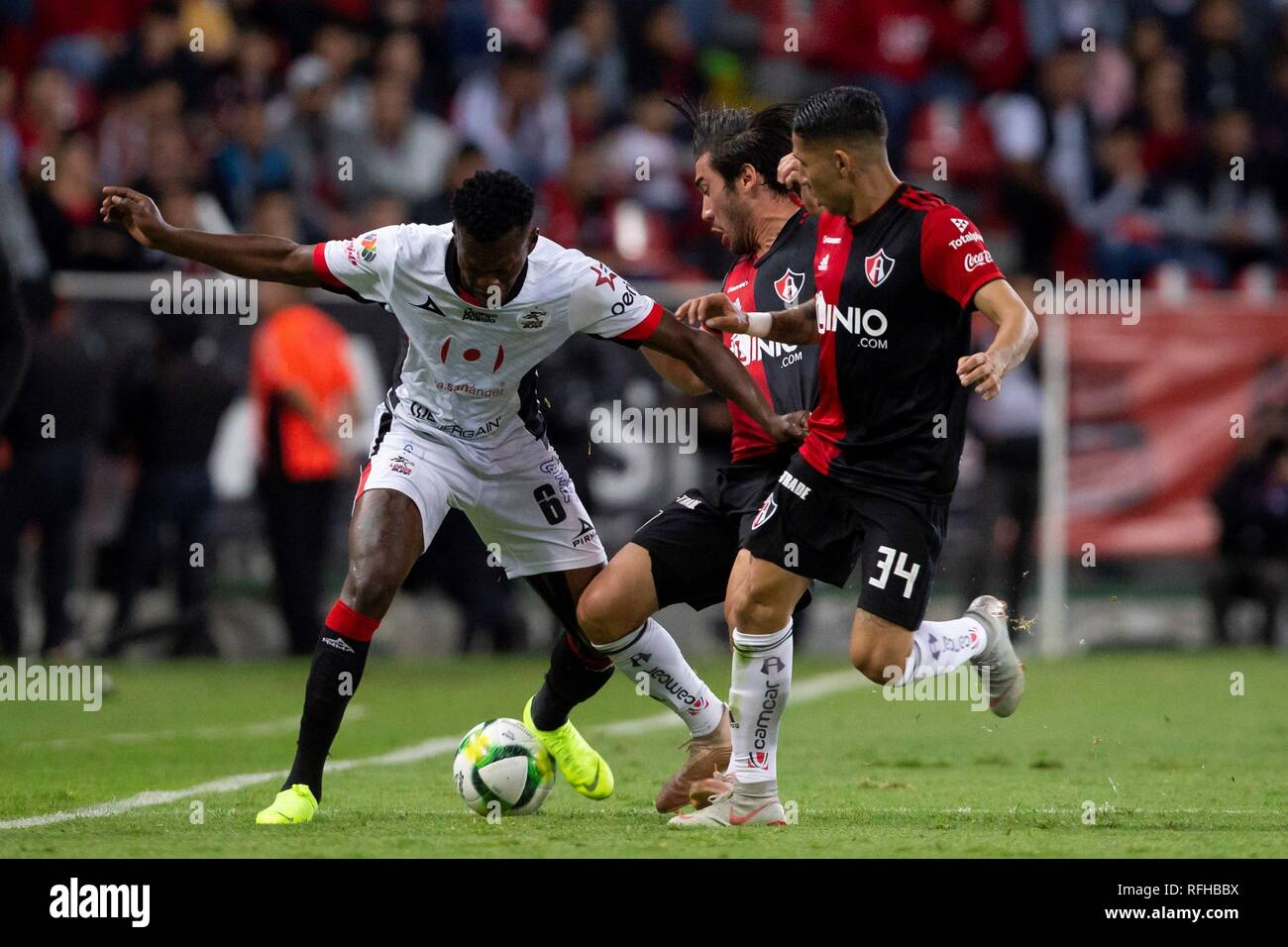Guadalajara, Mexico. 25th January 2019. Juan Vigon (C) and Irving Zurita (R) of Atlas vies for the ball against Felix Crisanto (L) of Lobos BUAP, during a game of the Mexican Tournament, in Jalisco Stadium, Guadalajara, Mexico, 25 January 2019. EFE/ Francisco Guasco Credit: EFE News Agency/Alamy Live News - Stock Image