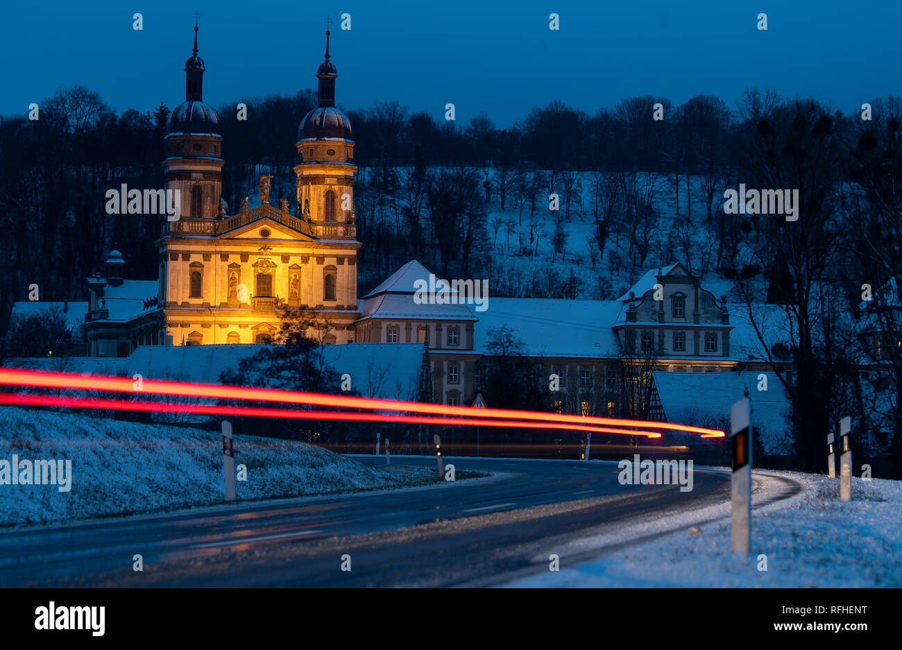 Kloster Schöntal, Baden-Wuerttemberg, Germany. 26th January 2019. There is a car in front of the Schöntal monastery. (Shooting with long exposure). This is where the CDU Baden-Württemberg's conference for functionaries and elected representatives takes place. Photo: Sebastian Gollnow/dpa Credit: dpa picture alliance/Alamy Live News - Stock Image