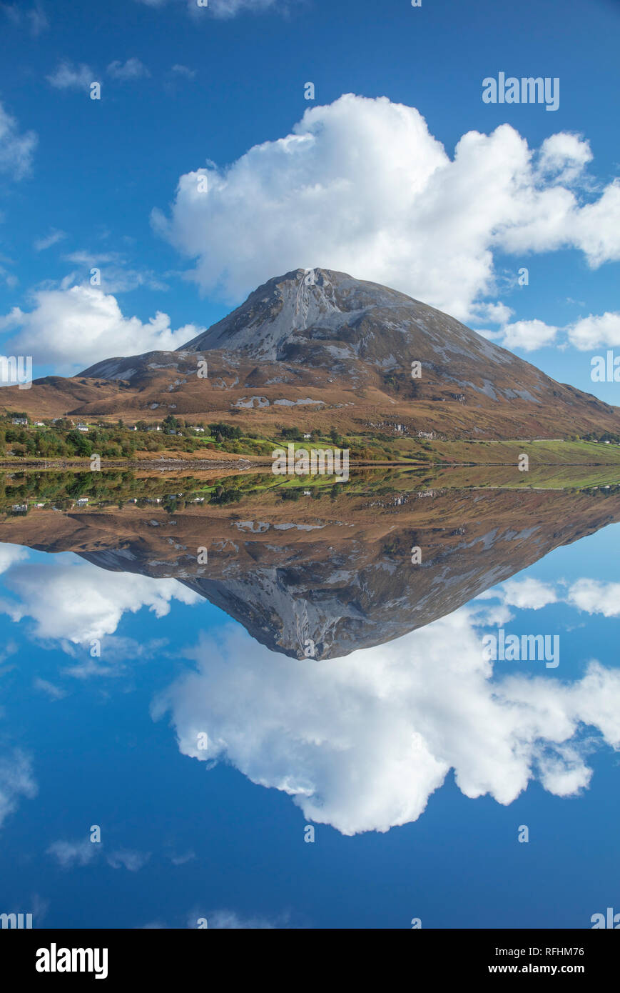 Perfect reflection of Errigal Mountain in Dunlewy Lough. County Donegal, Ireland. - Stock Image
