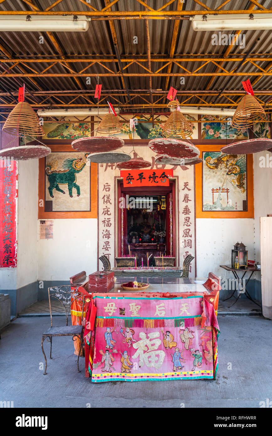 A Buddhist temple at the the small fishing village of  Yung Shue Wan on Lamma Island, Hong Kong, China, Asia. - Stock Image