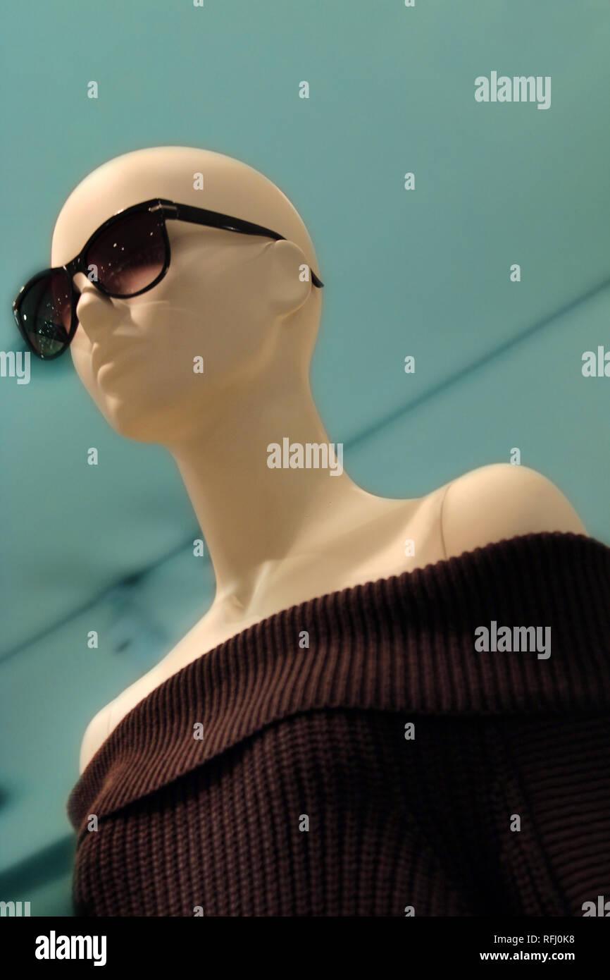 Bald Mannequin Stock Photos & Bald Mannequin Stock Images