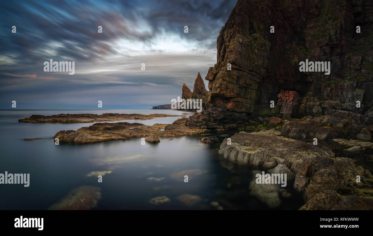 Panorama of Duncanby Head rocks in sunset light, northern Scotland - Stock Image