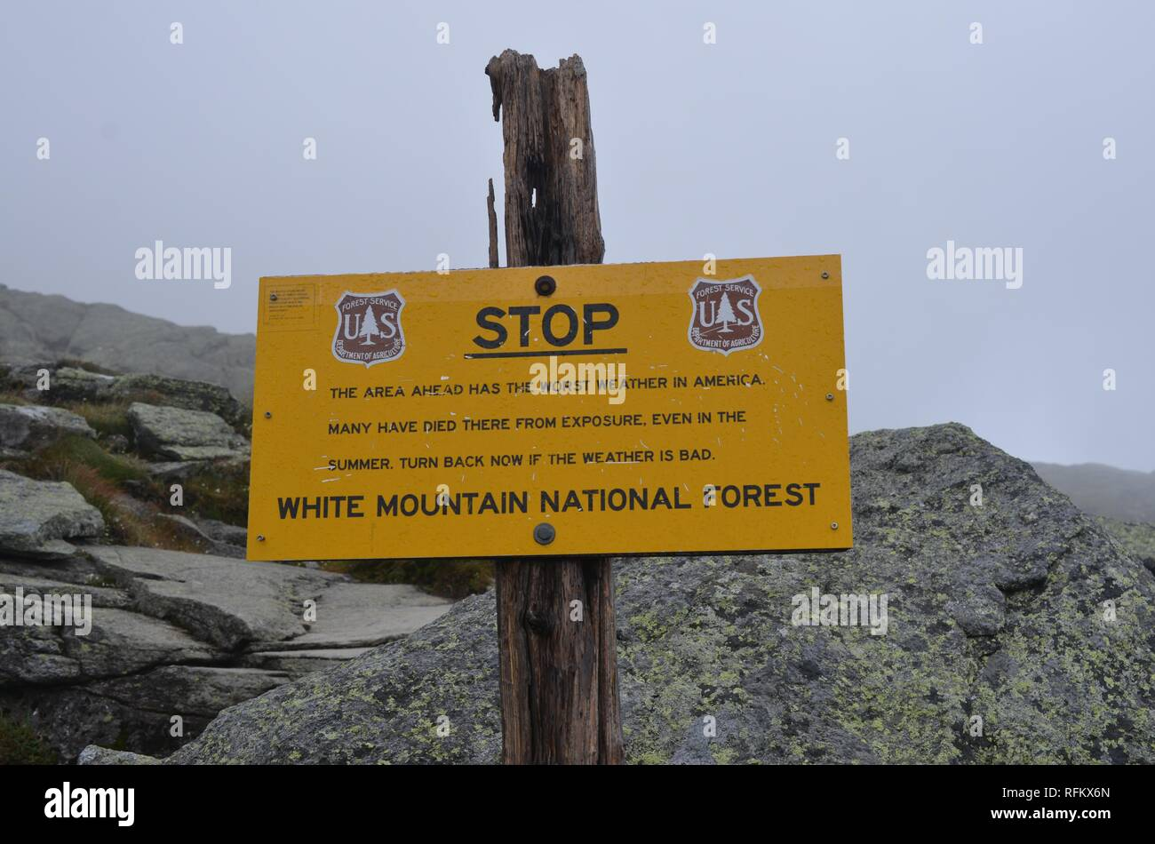 Warning sign on the Ammonoosuc Ravine Trail stating that the area has among the worst weather in America, and warnings hikers that many have died while hiking the trail, in the White Mountains, New Hampshire, United States, December, 2018. () Stock Photo