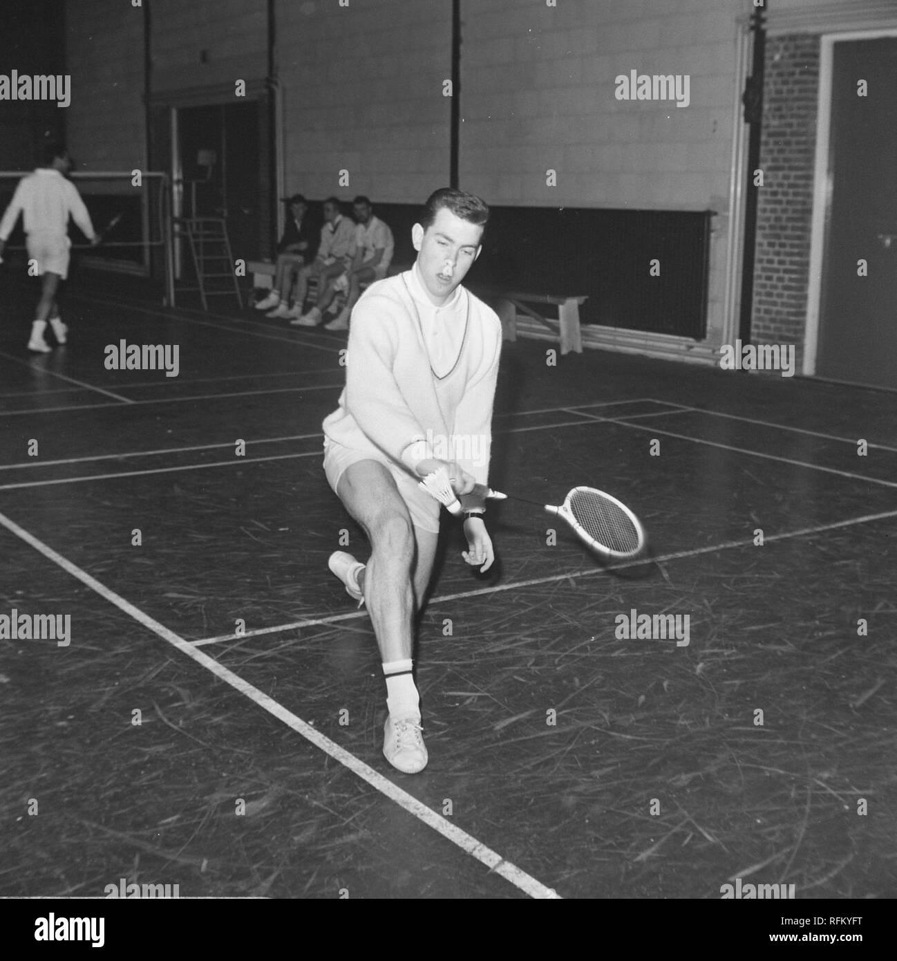 Badmintontoernooi te Haarlem, Huub van Ginneken in aktie, Bestanddeelnr 919-9842. - Stock Image