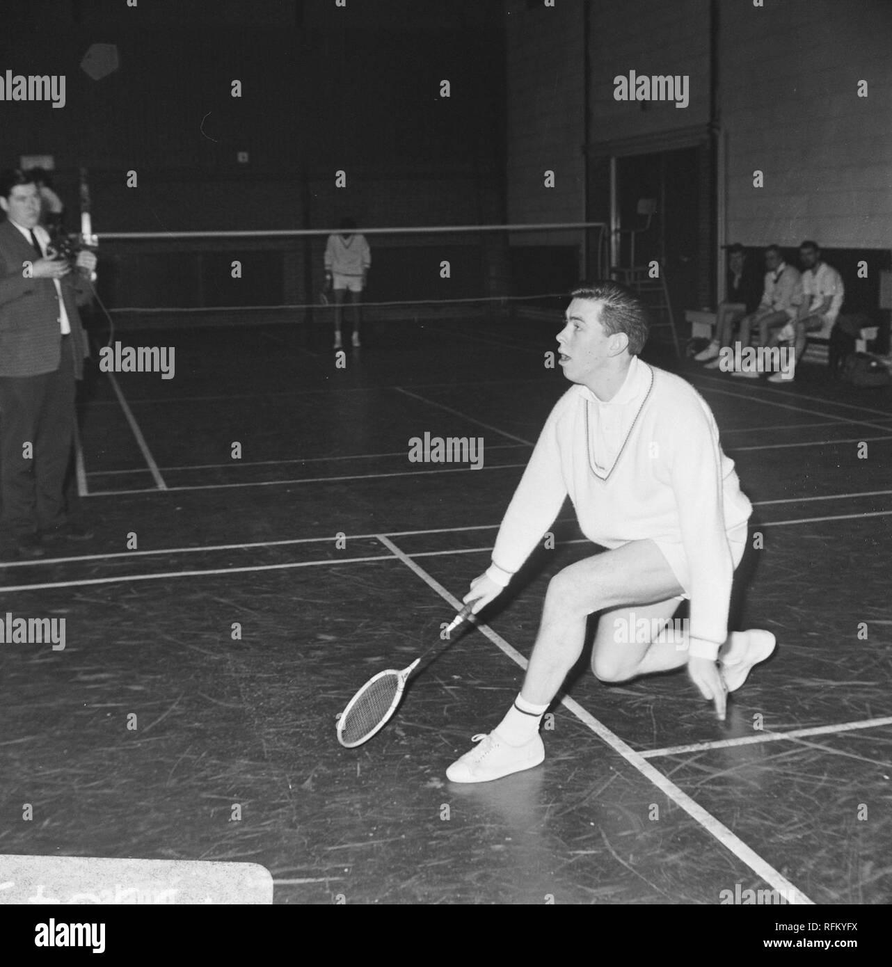 Badmintontoernooi te Haarlem, Huub van Ginneken in aktie, Bestanddeelnr 919-9843. - Stock Image