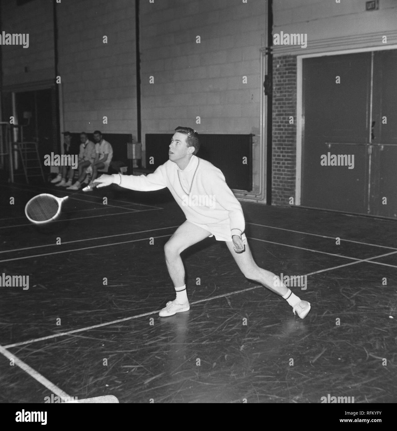 Badmintontoernooi te Haarlem, Huub van Ginneken in aktir, Bestanddeelnr 919-9845. - Stock Image