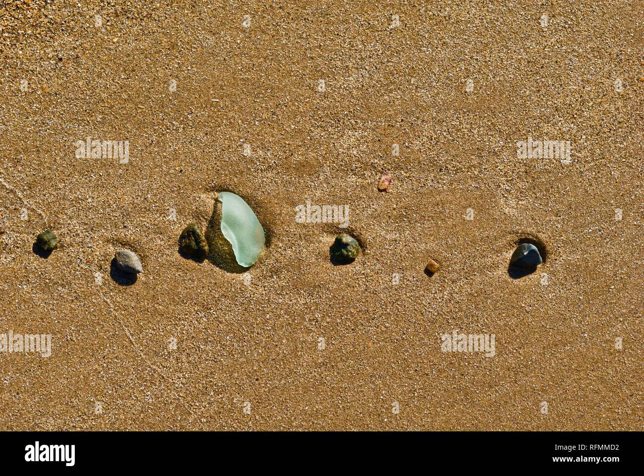 Sea glass waste and pollution washed up on a beach in Rhosneigr, Anglesey, North Wales, UK - Stock Image