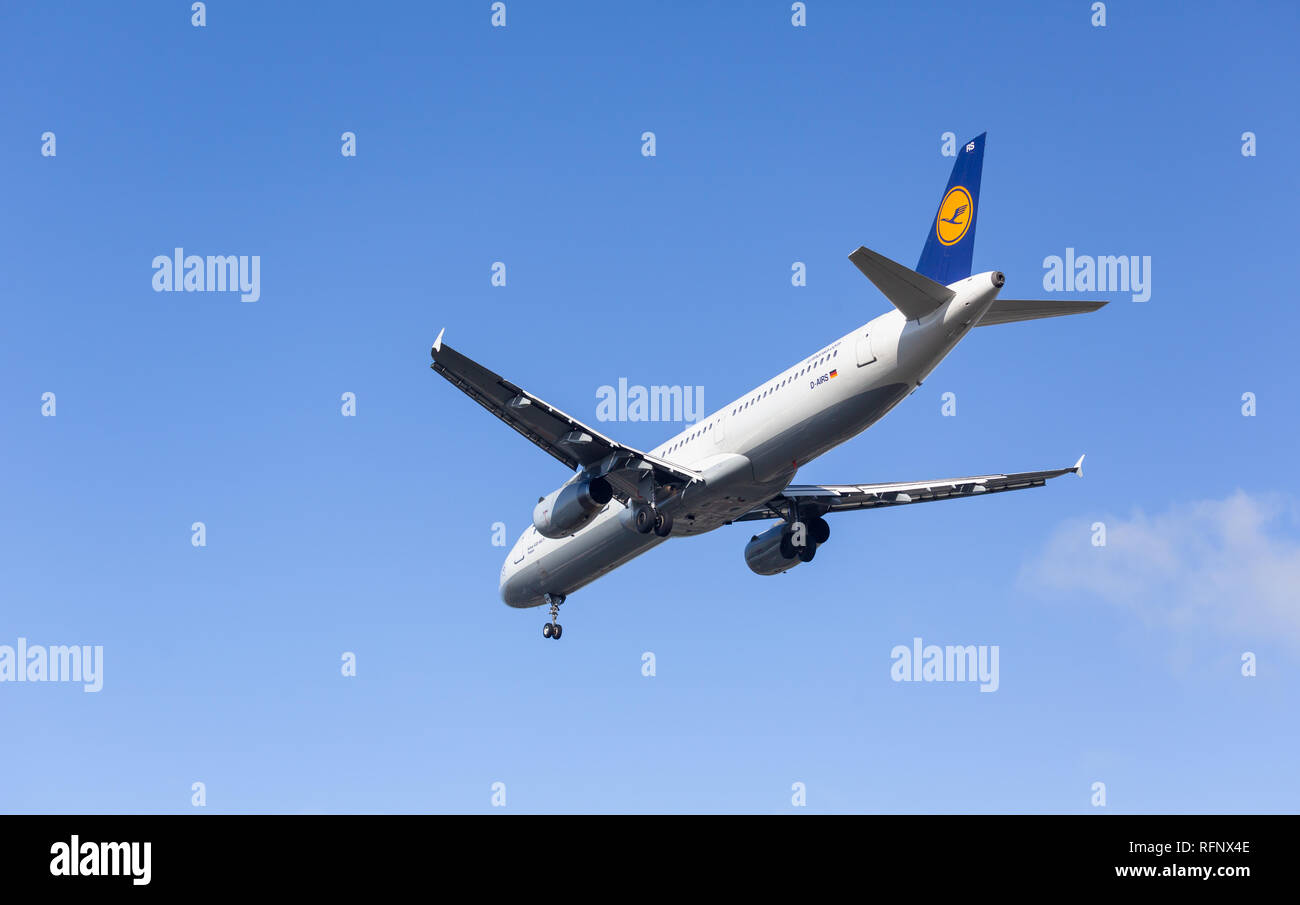 GERMANY, FRANKFURT - SEPTEMBER 06, 2015: Airbus A321-131, DD-AIRS of Lufthansa approach and landing at Frankfurt Airport Stock Photo