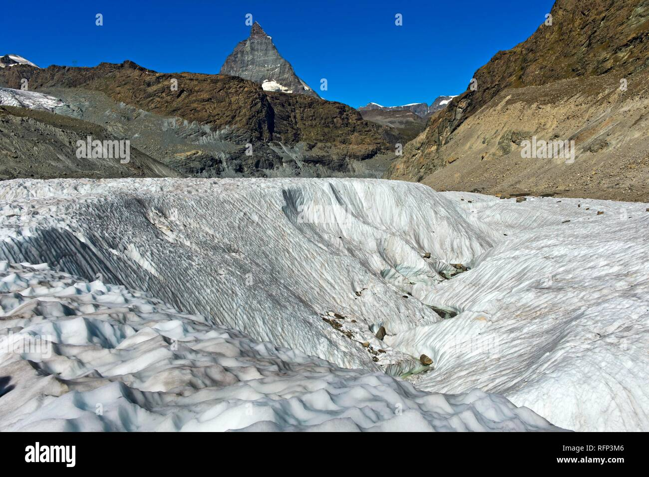 Wide crevasse on the Gorner Glacier, Matterhorn behind, Zermatt, Wallis, Switzerland - Stock Image